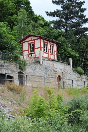 Gerettet und für das Ortsbild bewahrt: Das Elbhäuschen restauriert, 2012. Foto: H.-Chr. Hoch