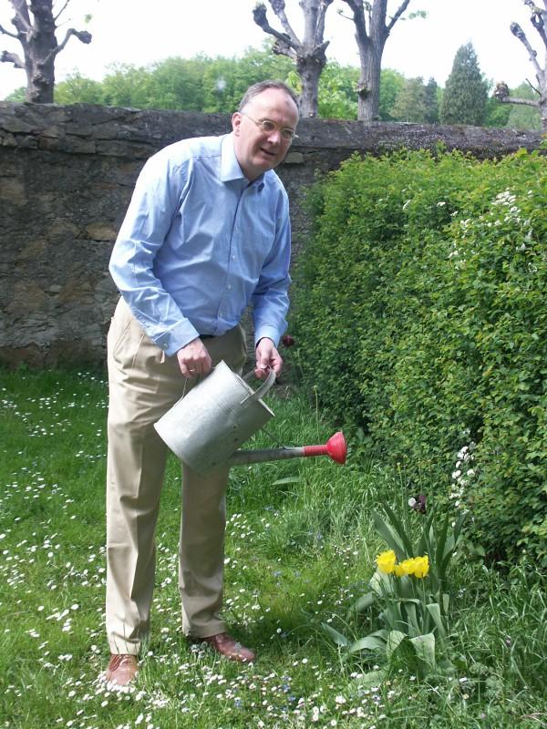 """Direktor Dr. Striefler wird das Elbhangfest nicht begießen, sondern """"beschirmen"""". Foto: privat"""