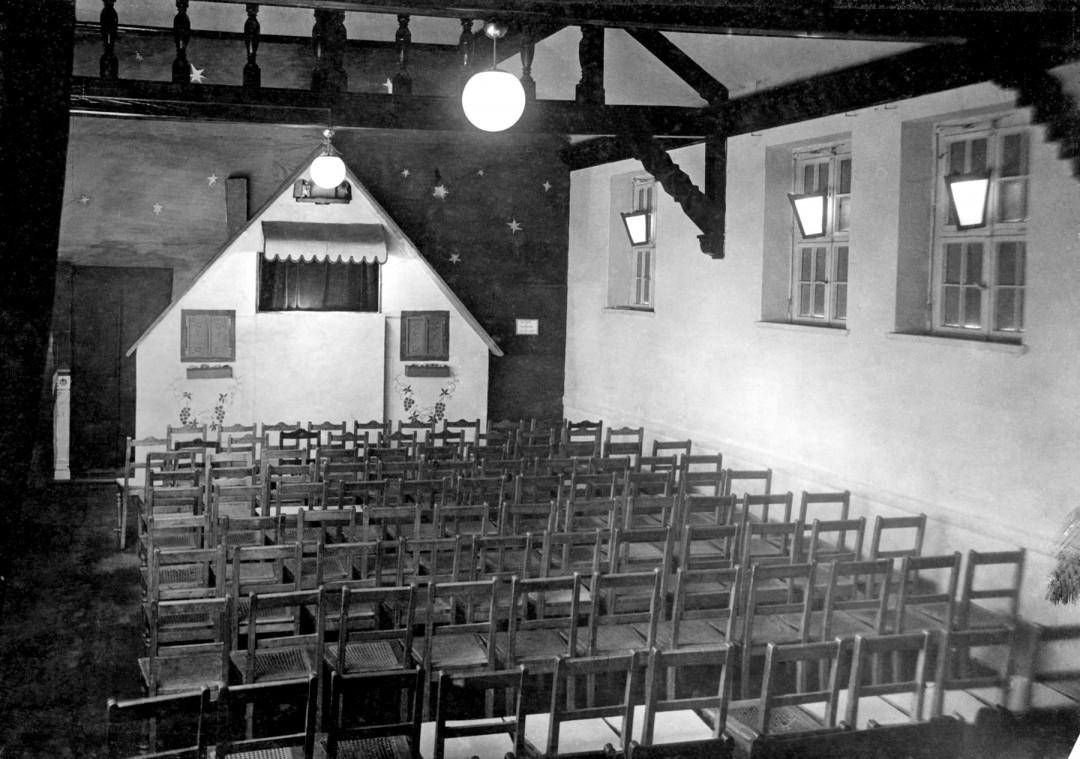"""Bühne des """"Sachsen-Kaspers"""", 1946. Foto: Archiv Weber-Unger"""