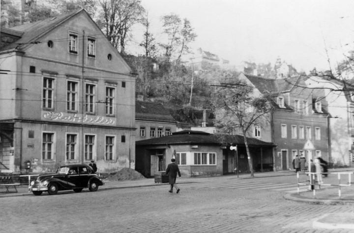 """""""Ratskeller"""" und Grundstraße 1 und 3, 1962. Foto: W. Götz"""
