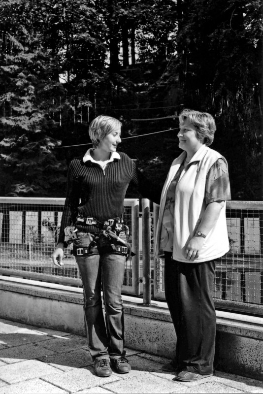 """Rita Schwanebeck, die """"Waldseilbahnerin"""", und ihre Mutter Uta Schwanebeck, die ihre Kindheit und Jugendzeit in Bühlau erlebte.  Foto: Roland Lorenz"""