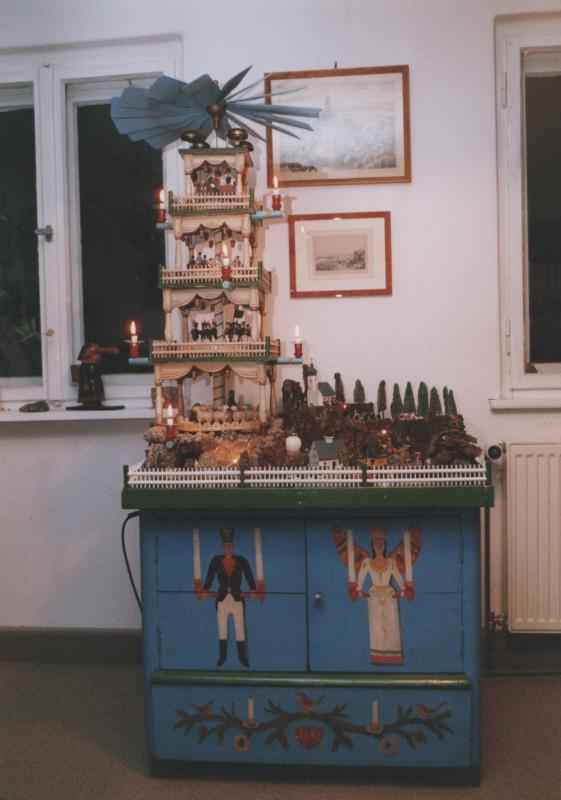 Der aus dem Erzgebirge stammende historische Weihnachtsberg war in den vergangenen Jahren zum offenen Adventskalender im Hause von Eberhard Münzner zu besichtigen. Foto: E. Münzner