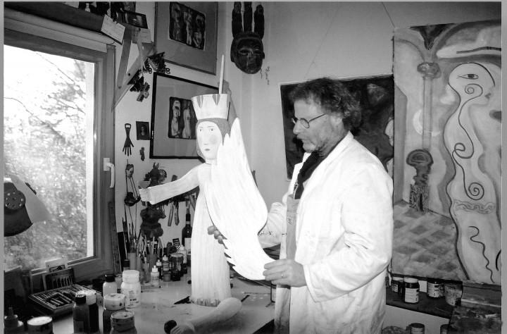 Reinhold Herrmann in seinem Atelier in Wachwitz. Foto: Dieter Fischer