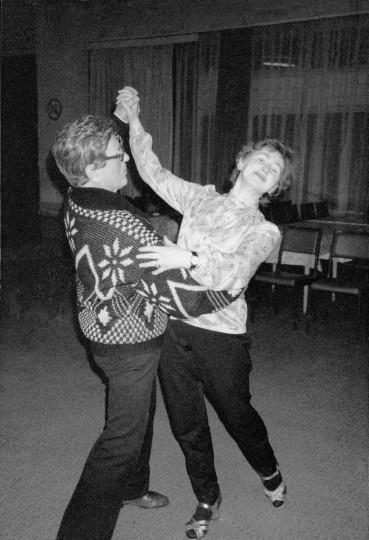 Helga Kreißl und Hans Jöhren-Trautmann um 1970 in ihrer Wohnung am Schillerplatz  Foto: Jürgen Frohse