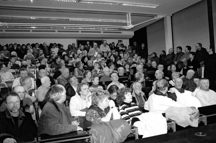"""""""Heiße"""" Diskussion im großen Hörsaal der HTW. Foto: D. Fischer"""