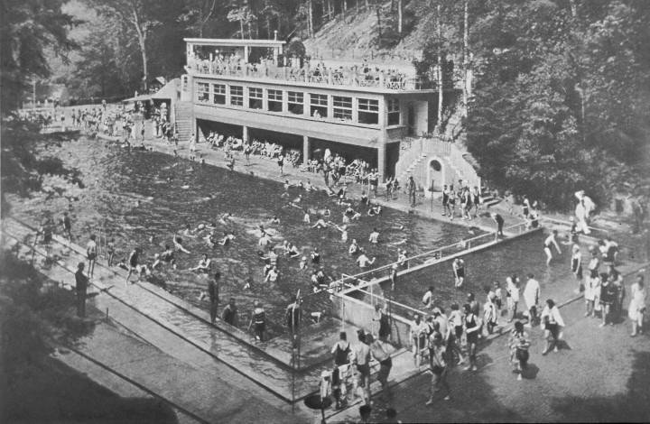 Wird das Bühlauer Bad, hier in den fünfziger Jahren, ein Privat-Pool? Foto: Archiv Roland Lorenz