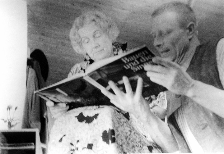 Dione Neutra und Volker Berthold im Haus am Königsweg. Foto: Sammlung Berthold