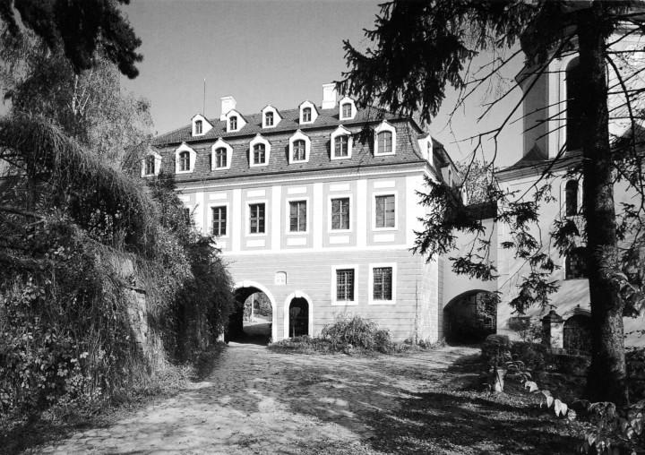 Ein kulturelles Zentrum – das Landschloss Zuschendorf. Ansichtskarte: Pellmann-Verlag