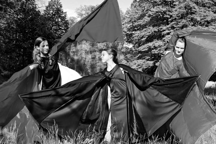 """Tanz der """"Edelsteine"""", Tänzerinnen der Jugend&KunstSchule. Foto: Jürgen Frohse"""