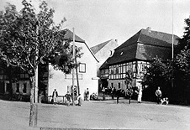 "Der ""Gasthof Bühlau"" vor dem Umbau zum ""Kurhaus Bühlau"", um 1899. Foto: Archiv R. Lorenz"