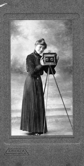 Dame mit Stereo-Photoapparat. Fotos: Sammlung Milde