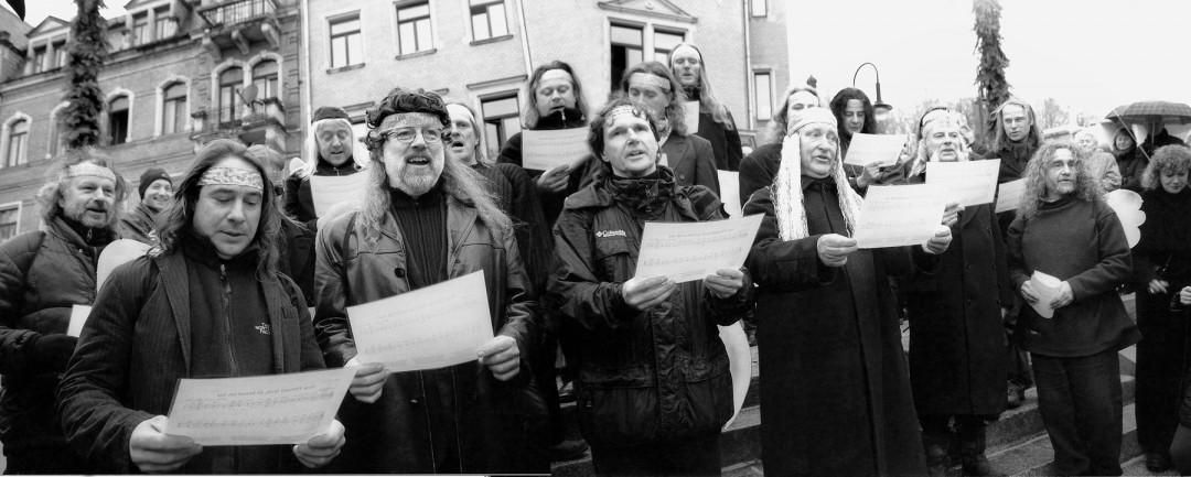 Loschwitzer Engels-Chor in Aktion Fotos: B. Pritsche Montage: J. Dose