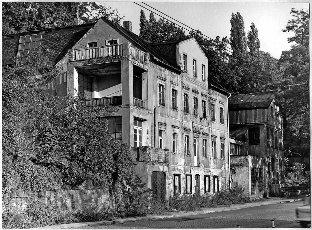 Heute nicht mehr existierendes Haus Pillnitzer Landstraße 29 (1987) – nach Kriegsende Atelier der Fotografen Pan und Christine Walter. Foto: Wolfgang Nützenagel