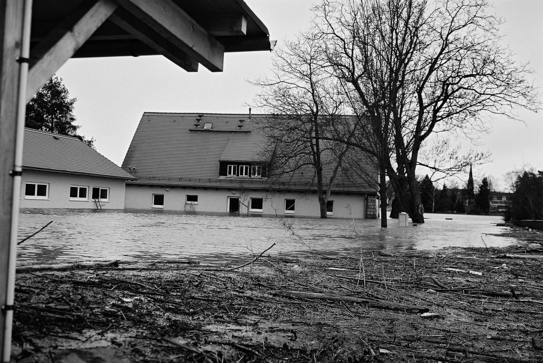 """War wieder nicht zu schützen – Gebäude des Wassersportvereins """"Am Blauen Wunder"""". Foto: Jürgen Frohse"""