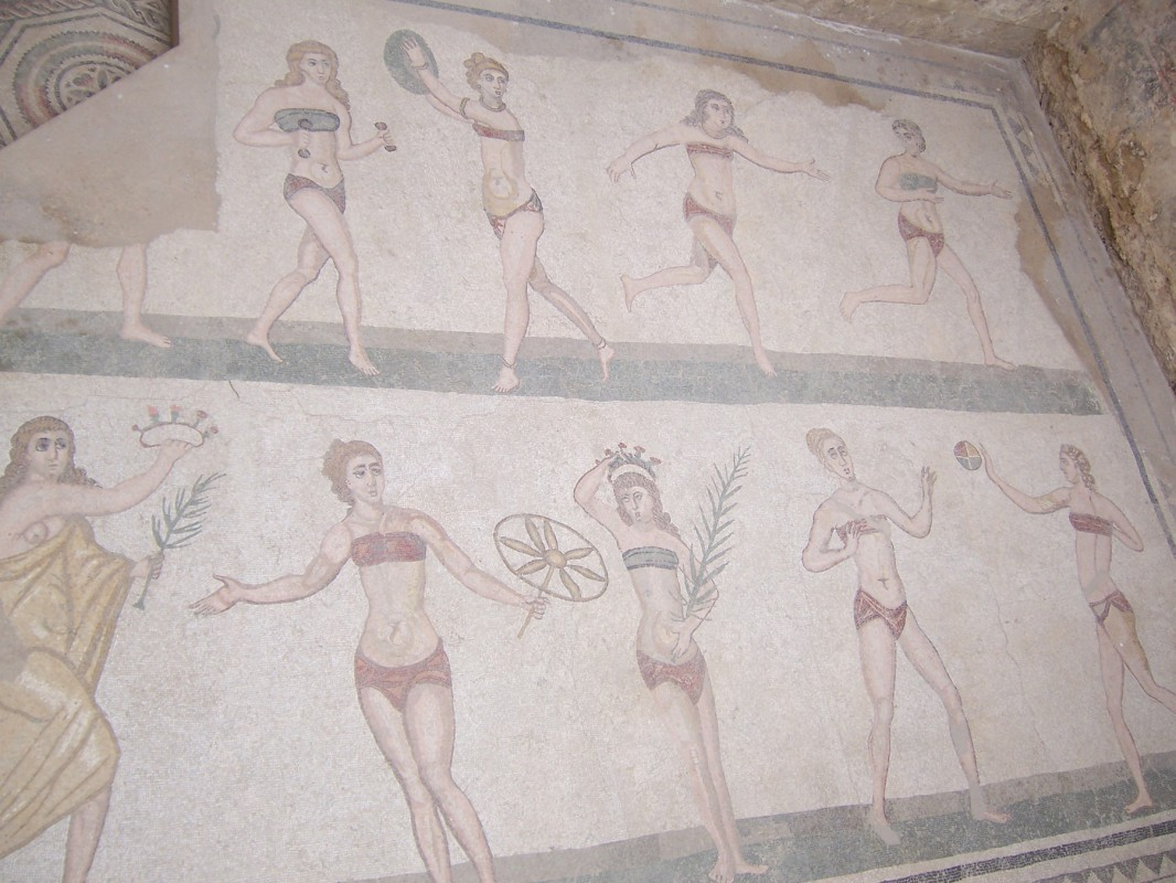 """Dieses Urlaubsfoto erspart unseren Lesern eine Sizilienreise. In der dortigen """"Villa del Casale"""" (ländliches Haus) stößt man auf diese kultur- und modegeschichtlich aufschlussreichen Fußbodenmosaiken aus dem vierten Jahrhundert n. Chr.  Foto: Thomas Blechschmidt (2005)"""