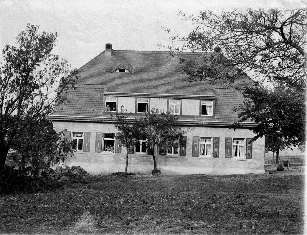 Doppelhaus Rodelweg 3 und 5, Blick von Westen. Die linke Hälfte gehörte der Familie Rätze/Theiler, etwa 1920. Foto: Archiv Theiler