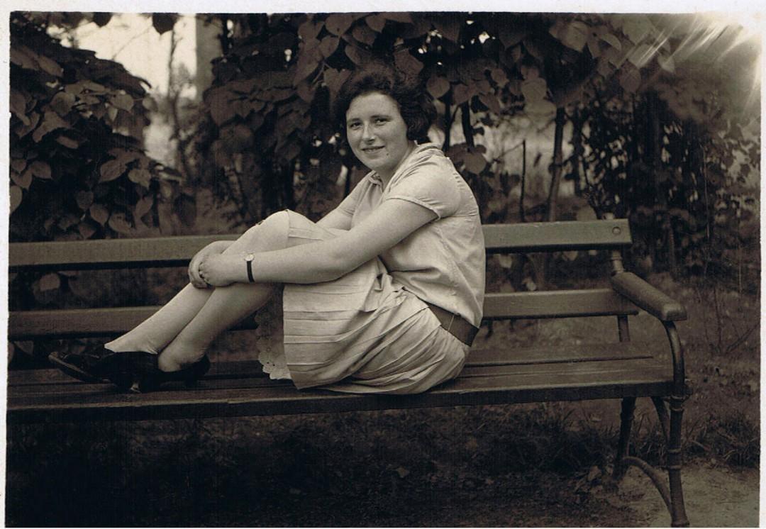Liesbeth als junge Frau, etwa 20 Jahre alt, um 1918. Foto: Familienarchiv Theiler