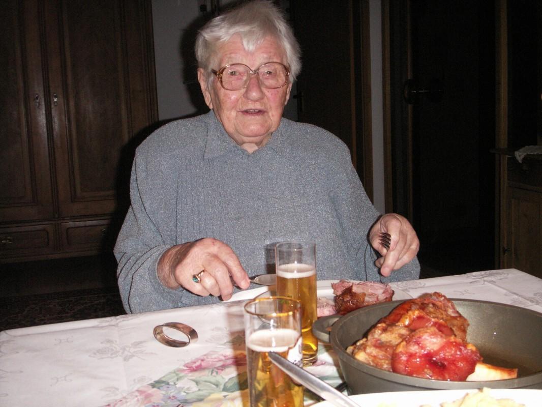 Liesbeth Theiler an ihrem 98. Geburtstag, 2007. Foto: Familienarchiv Theiler