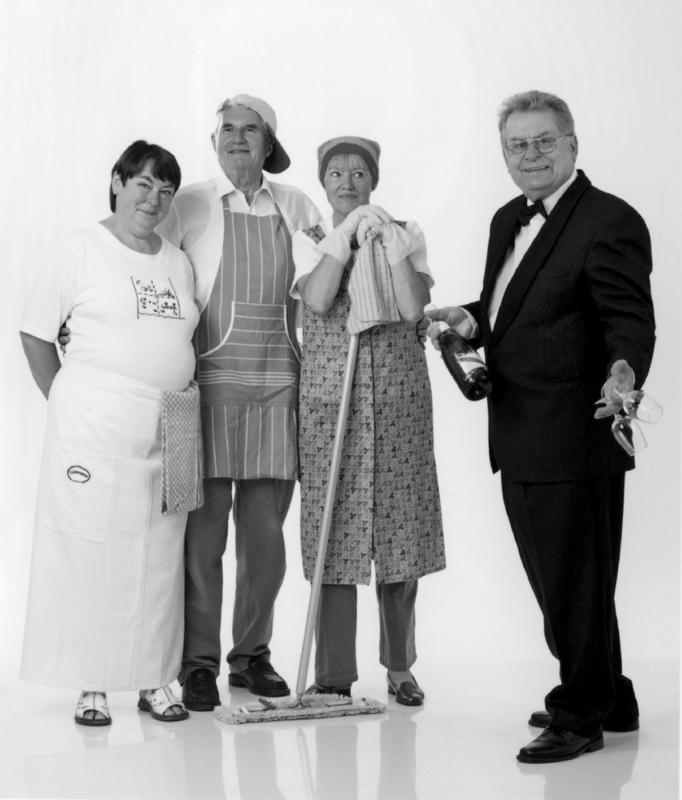 """Die Theatergruppe """"Loschwitzer Spielmacher"""" (Foto: Tobias Koch, siehe auch Titelbild)  tourt momentan mit einer Kriminalkomödie """"Fünf Türen"""" durch Dresden und Umgebung Foto: Bülowh"""