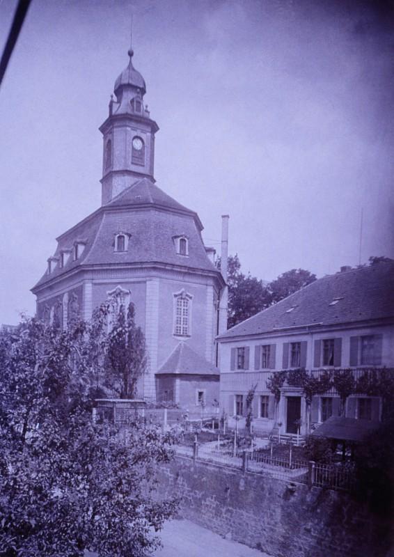 """Die Loschwitzer Kirche um 1900.   Foto: James Aurig (""""Ortsgeschichtliche Sammlung Blasewitz und Umgegend"""" von Karl Emil Scherz)"""