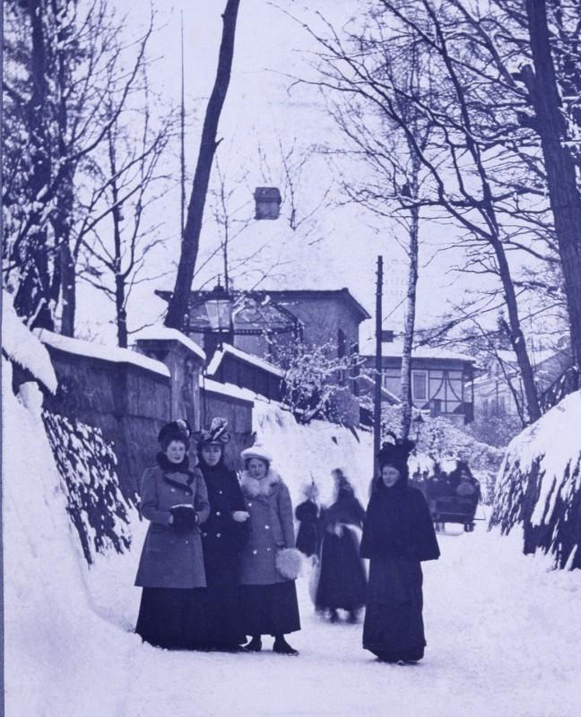 Familie Aurig an der Schillerstraße vor deren Verbreiterung, um 1893 Foto: James Aurig