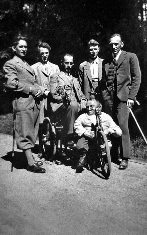 Willy Gössel mit Freunden bei einem Pfingstausflug in der Dresdner Heide 1933. Foto: Sammlung Lorenz