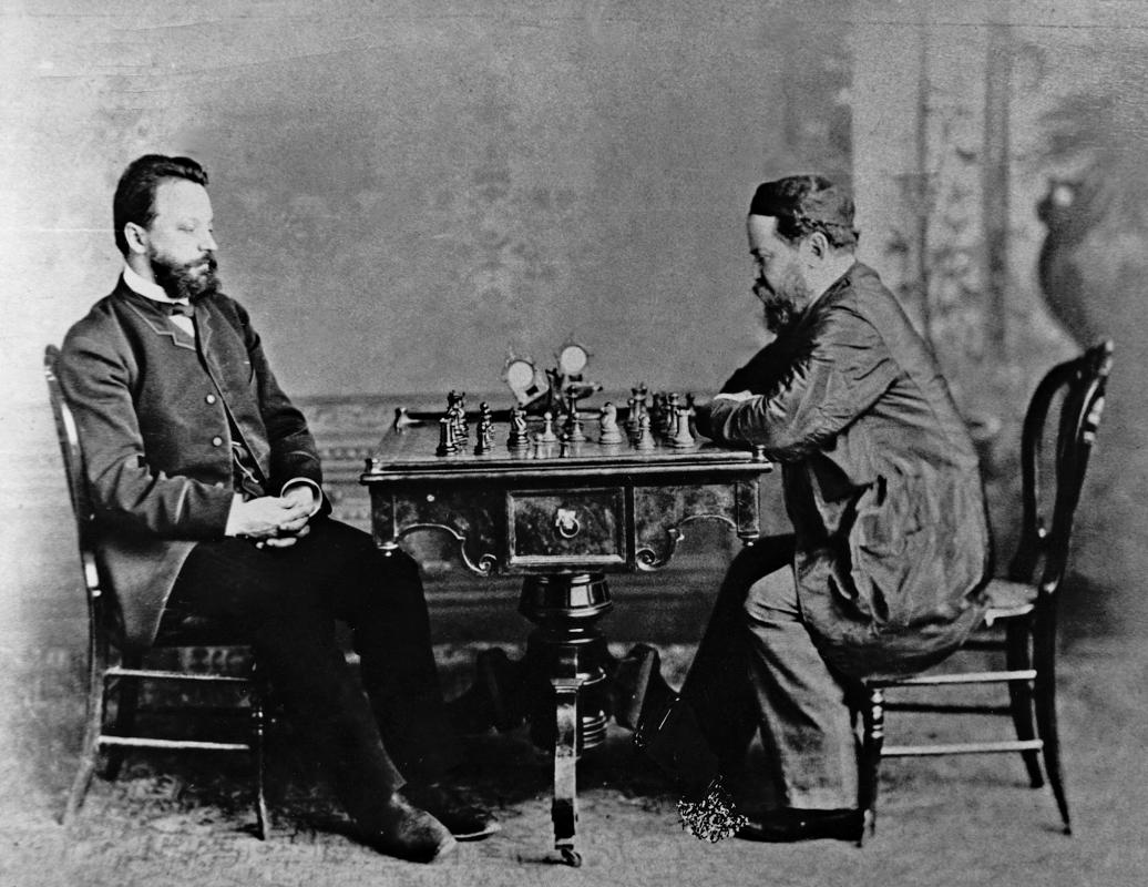 Schach war schon immer international. Die Meister Wilhelm Steinitz (Prag) und Michail Tschigorin (Moskau) 1880 am Brett in Havanna.   Foto: Sammlung Mädler