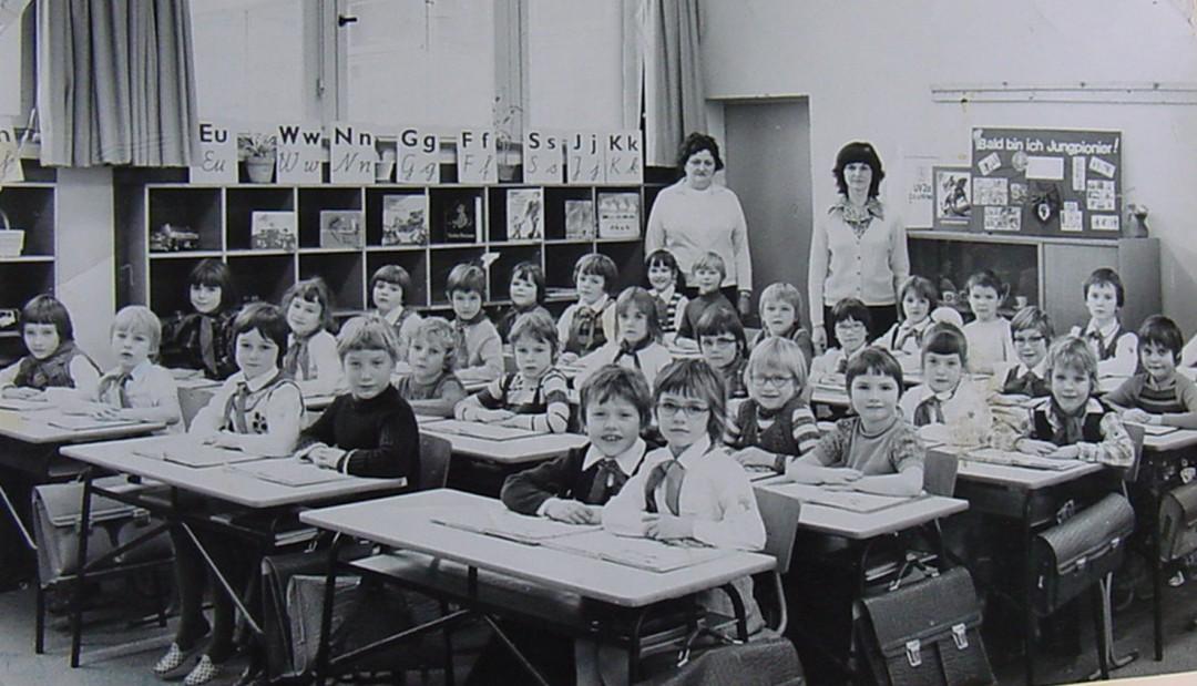 Die 1. Klasse in der 102. Oberschule in Johannstadt.  Foto: Archiv Uwe Tellkamp