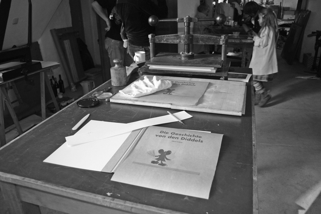 Die Buchpresse in der Buchkinder-Werkstatt.Foto: Bettina Lindner