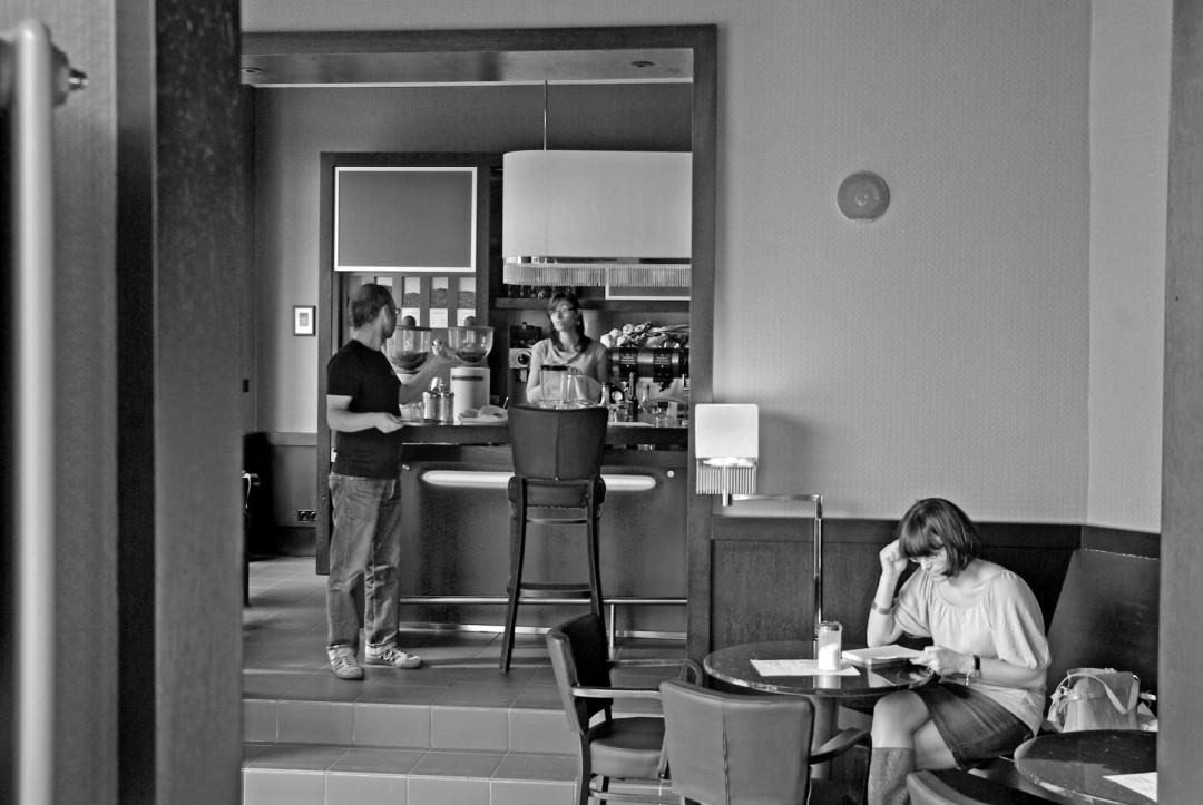 """Viele Loschwitzer kennen das Eck Körnerplatz 13 noch als """"Milch-Laden"""" – seit 2004 gibt es Milch im ARABUSTA nur noch für den Kaffee. Foto: Jürgen Frohse"""