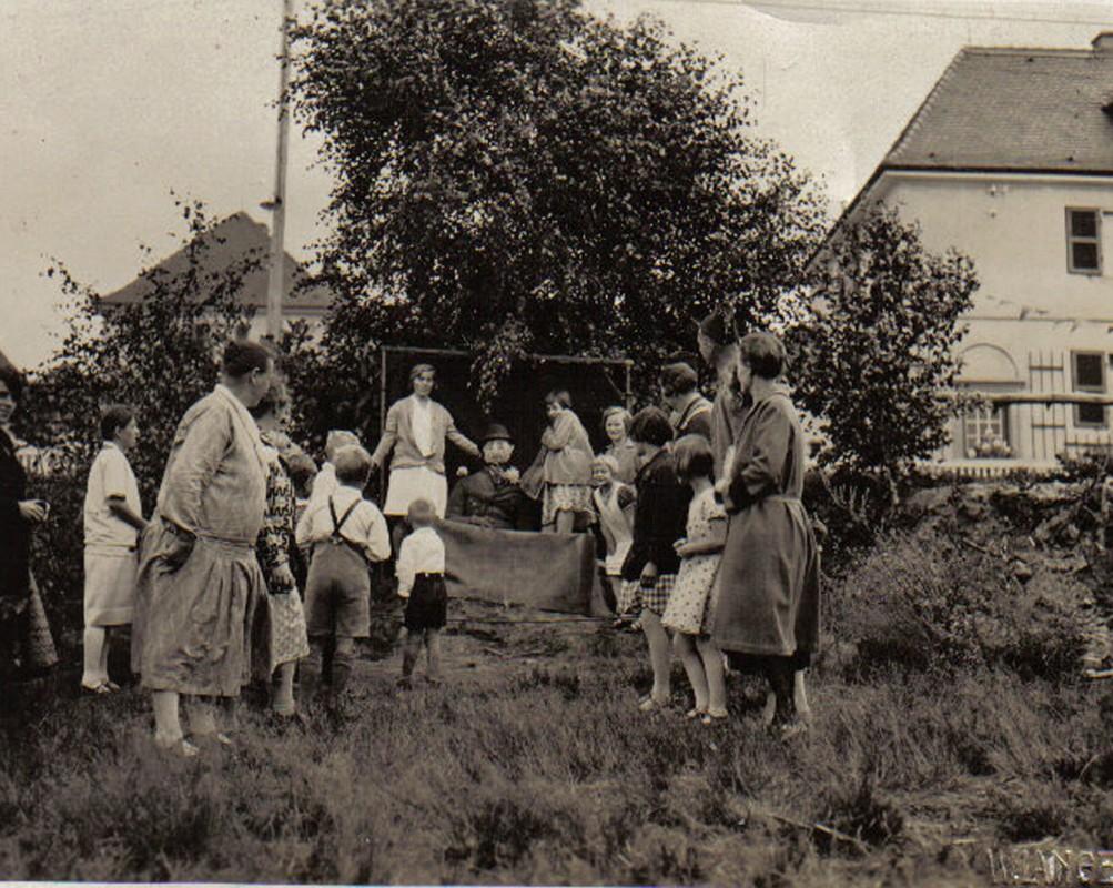 """""""Hau den Lucas"""" zum Sommerfest 1936 am Amselsteg. Foto: Sammlung Zeitler"""