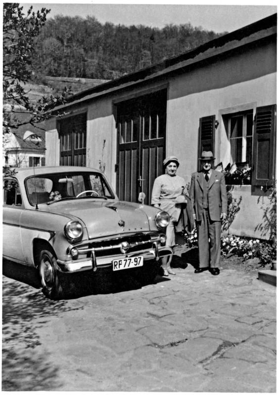 Moskwitsch vor der Autowaschanlage mit den Brodes in den 1960er Jahren. Foto: Sammlung Dr. Kunath