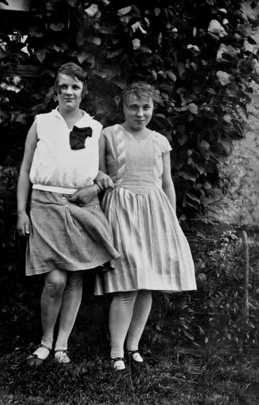 Magdalena Kupfer (rechts) im Alter von 17 Jahren. Foto: Sammlung Magda Kupfer