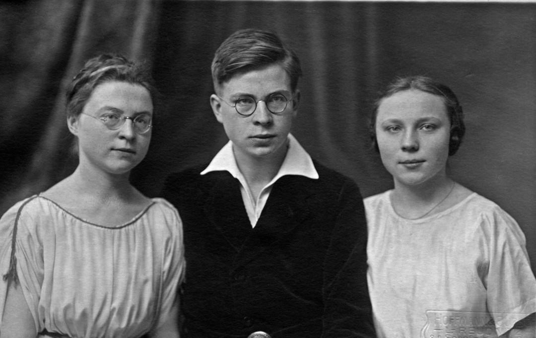 Magdalena Kupfer (rechts) mit ihren Geschwistern Johannes und Johanna, 1924. Foto: Sammlung Magda Kupfer
