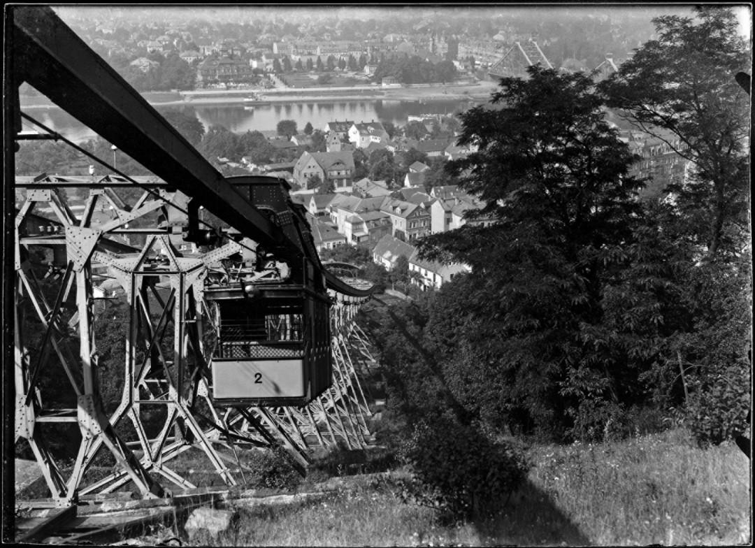 Die Loschwitzer Schwebebahn um 1930. Foto: Paul Wolff (Archiv Landsamt für Denkmalpflege Sachsen)