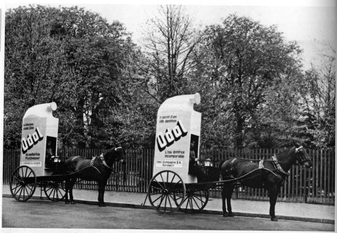 Pferdebespannte Werbegefährte, um 1920.  Foto: SmithKline Beecham AG, Goldach (Schweiz)