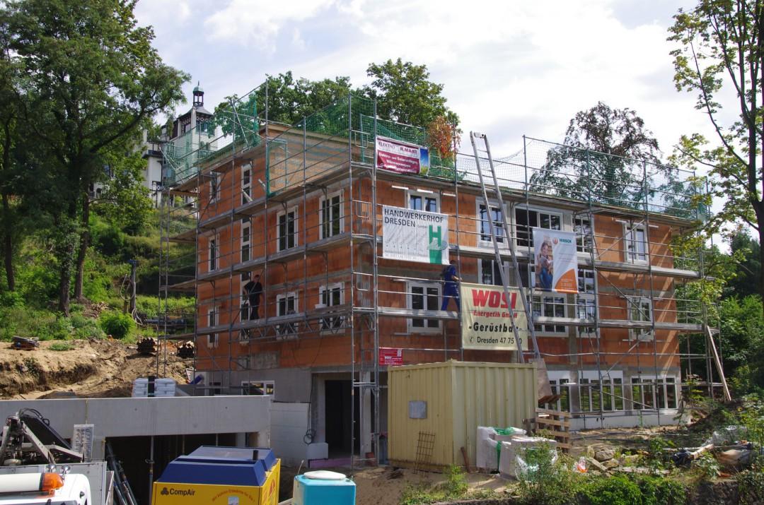 """Baustelle am Fuß des """"Erckelschen Weinberges"""", oben links die """"Villa Tiberius"""". Foto: Jürgen Frohse"""