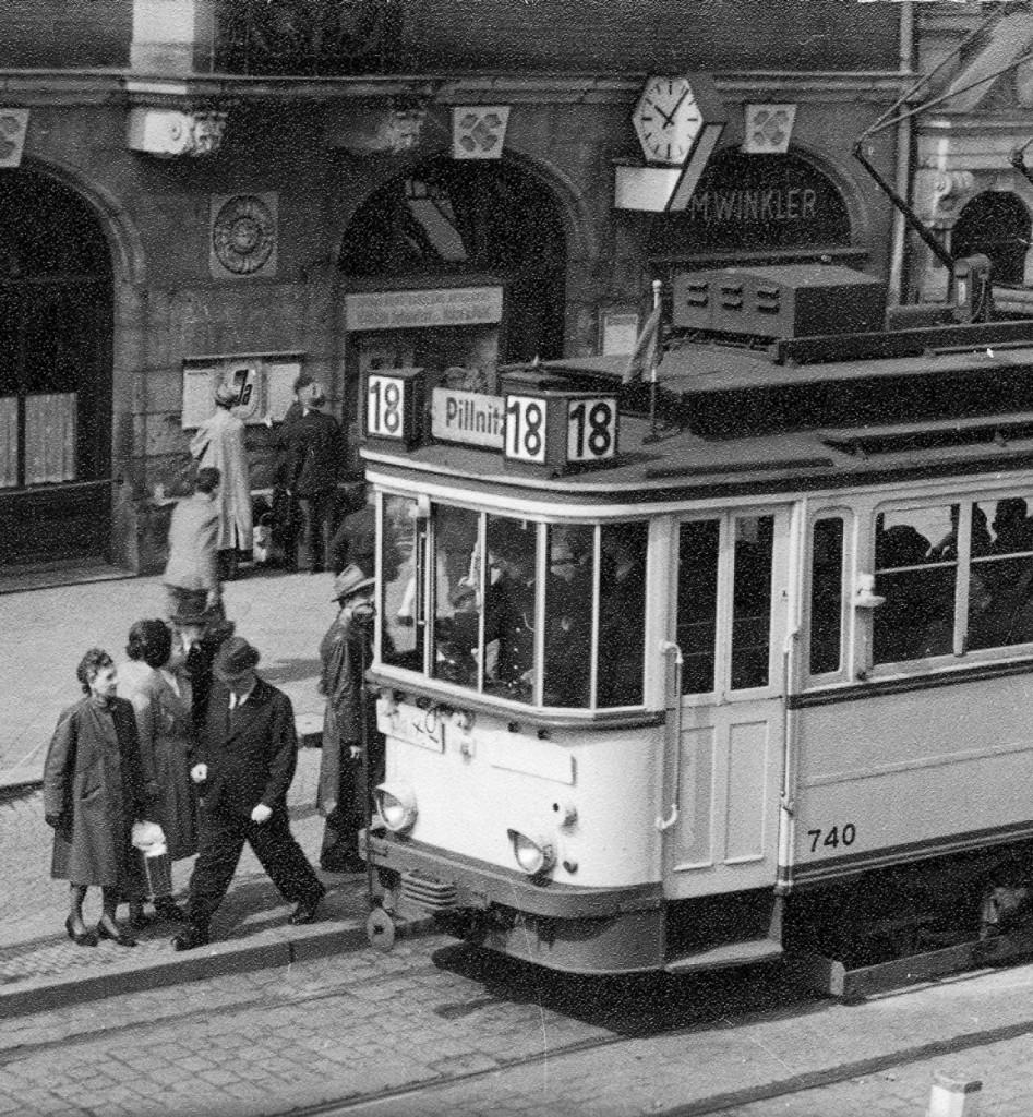 """Hinter der """"18"""" kann man die Uhr erkennen, um 1950.  Foto: M. Schumann/Archiv Ortsverein Loschwitz-Wachwitz e. V."""