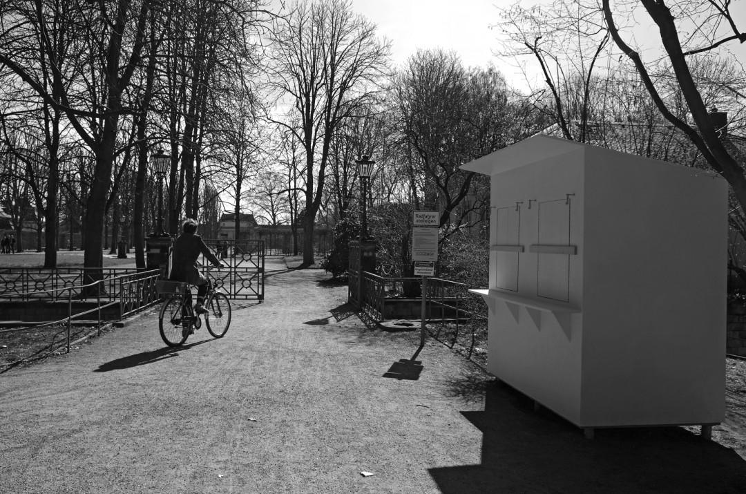 """""""Vom Barock zum Barack"""" spottete man über die vielen provisorischen Bauten, die in DDR-Zeiten in Dresden entstanden – Mit den neuen Kassenhäuschen vereint man jetzt beide Baustile in Pillnitz. Foto: Jürgen Frohse"""