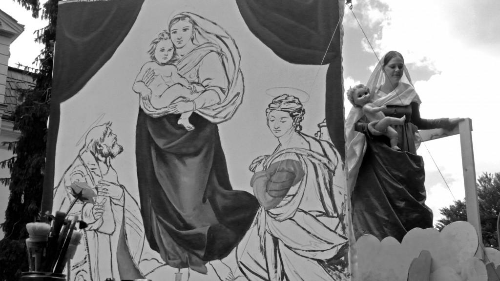 """Eine mit Liebe und großem Können von den Staatlichen Kunstsammlungen Dresden unter Leitung von Dr. Christoph Schölzel gestaltete """"Sixtinische Madonna"""". Foto: Holger Friebel"""