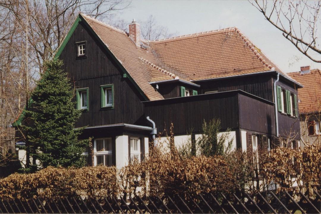 Das Haus Hegereiterstraße 20 in den 90er Jahren.