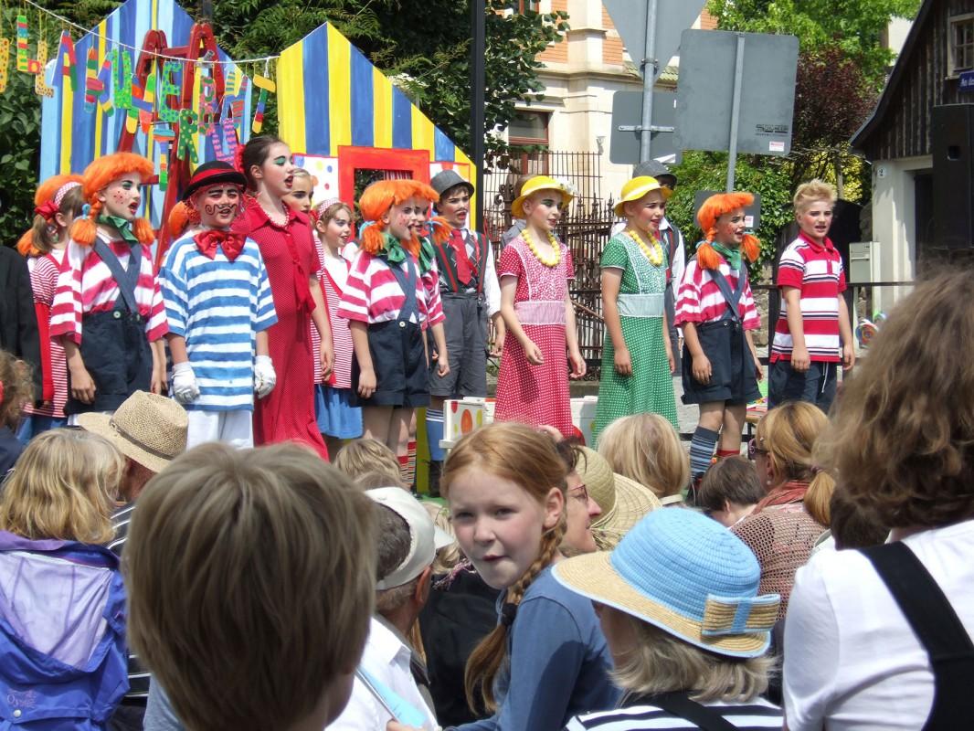 Pippi Langstrumpf zu Gast auf der Bühne des Pillnitzer Dorfplatzes Foto: Sonja Bernstengel