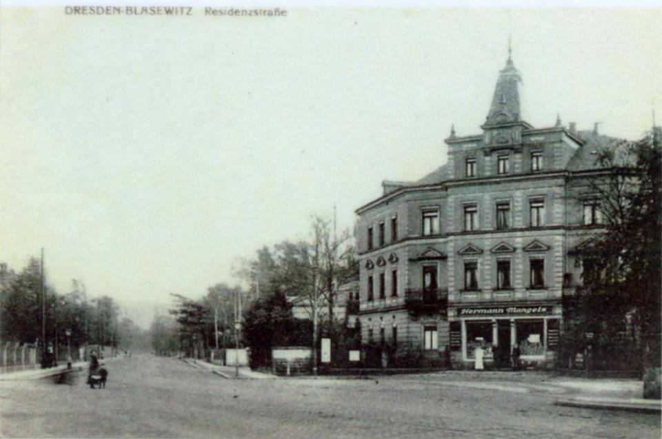 Am vormaligen Ortseingang von Blasewitz dominierte bis 1945 das Haus Residenzstraße 26 den (heutigen Königsheim-)Platz. Die Familie von Ende bewohnte zeitweise die erste Etage. Foto: Sammlung Bernd Beyer