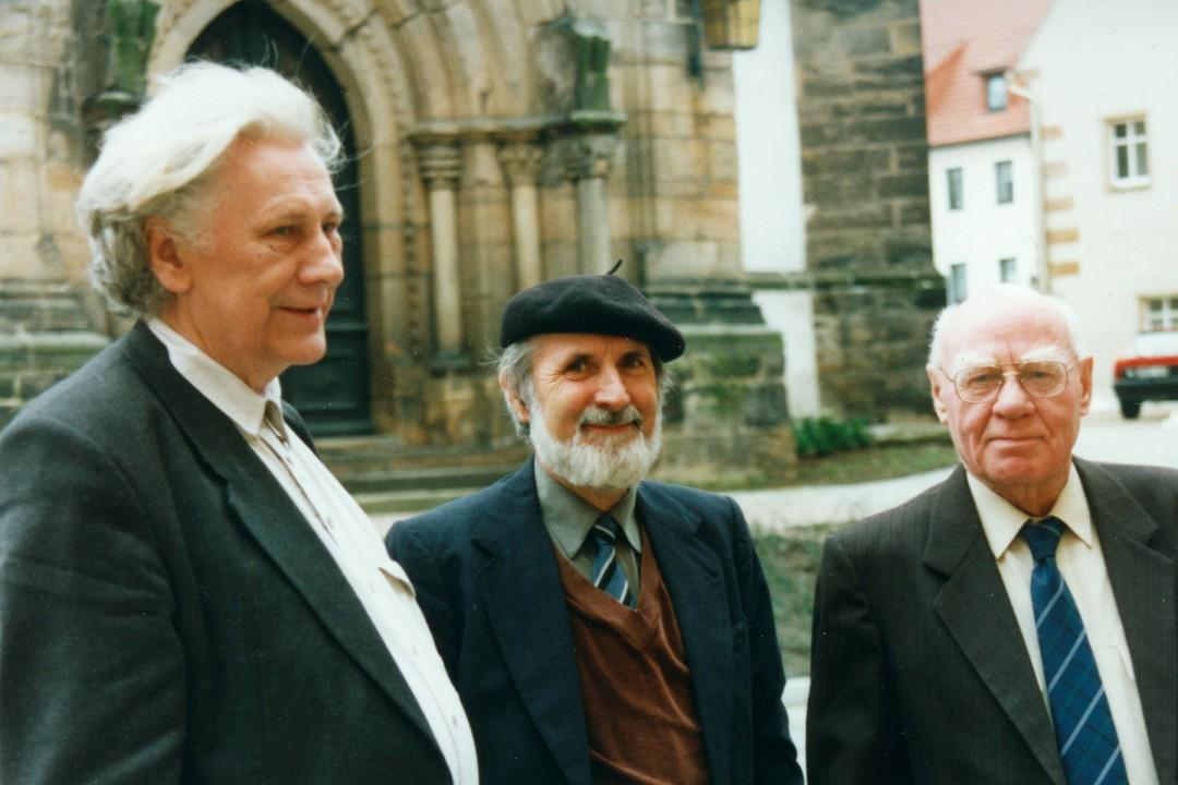 Diether Schmidt, Günter Groß und Erhard Frommhold (v.l.n.r) bei der Ausstellung Curt Querner in Dippoldiswalde 2001 Foto: Gisela Bartholomay