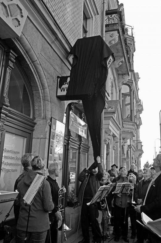 Enthüllung durch Uwe Hempel Foto: A. Franke