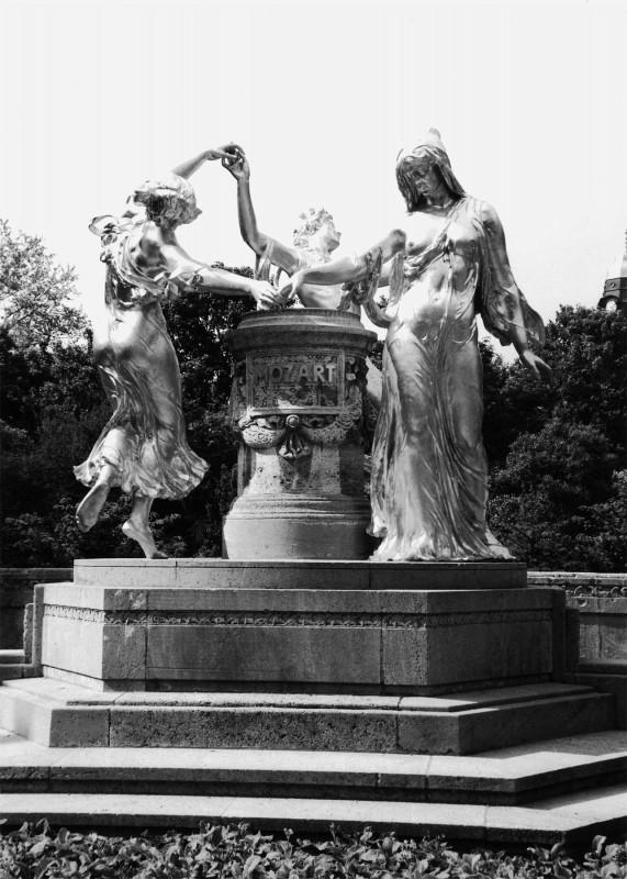 Das 1907 von Hermann Hosäus geschaffene Mozart-Denkmal an der Dresdner Bürgerwiese. Foto: Wolfgang Wahrig