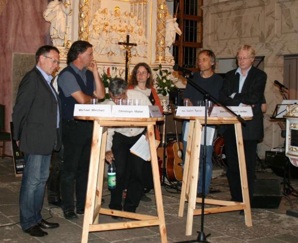 Experten beim Podiumsgespräch in der Weinbergkirche. Foto: Helene Blumenschein