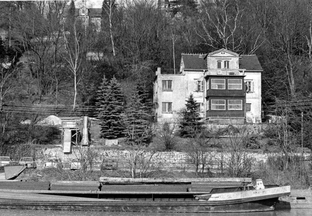"""""""Villa Jenny"""" am Körnerweg 20, etwa 1980. Der Anbau links stammte aus den 30er- oder 40er-Jahren. Foto: Sammlung Ute Häse"""