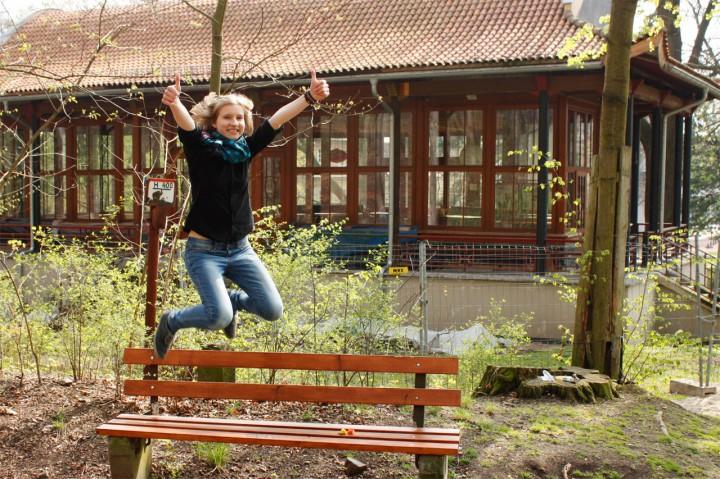 Sophie-Eleonora Promnitz – hier vor dem Chinesischen Pavillon Weißer Hirsch – freut sich auf ihren China-Einsatz und über hilfsbereite Sponsoren.  Foto: privat