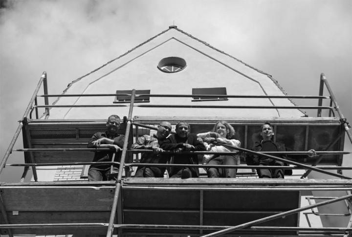 Freude über den Baubeginn bei den Initiatoren: Von links Tilmann Deutscher (Kunstverein Alte Feuerwache), Udo Gildemeister, Ekkehard Irmler, Jürgen Frohse, Martin Rauchfuß (Ortsverein Loschwitz-Wachwitz). Foto: A. Franke